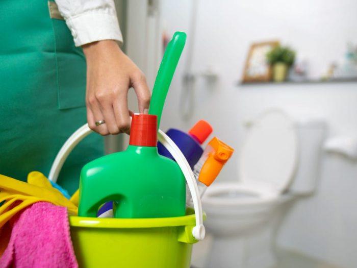 lär dig städa badrum i fem enkla steg