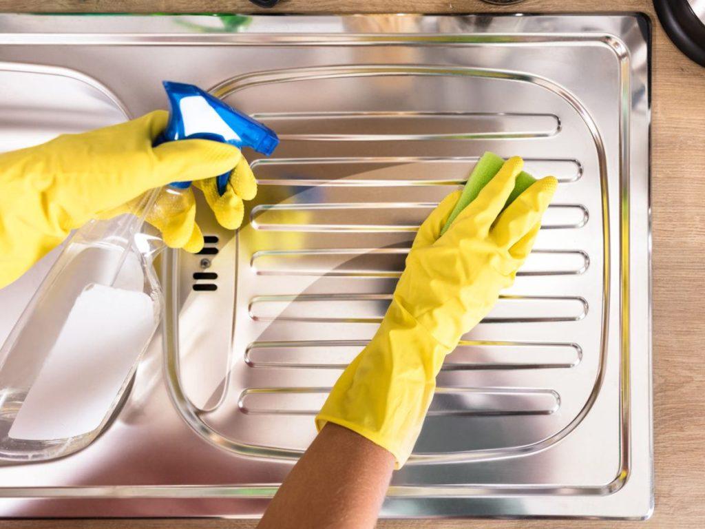 hur rengöra man rostfritt stål?